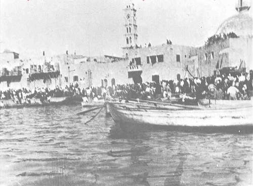 Jaffa, Palestine: Palestinians driven into the sea at Jaffa Harbor, late April 1948. With the land routes cut off by the Haganah, tens of thousands of the citizens of Jaffa and neighboring villages fled by boat: south to Gaza and Egypt, and north to Lebanon. (via Walid Khalidi, Before Their Diaspora)