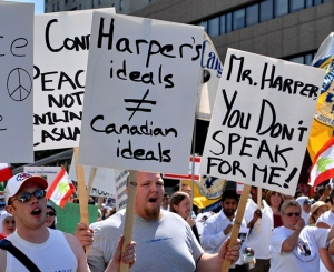 Calgary demonstration against Harper government's support of Israeli war crimes, July 21, 2006. (T. Ford)