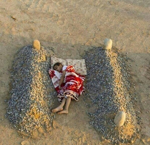 Photo circulated by Western media of what was purported to a little boy from Syria sleeping between the graves of his parents. Twitter: @abdulaziz_Photo