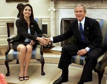 Machado was received by President George W. Bush in the Oval Office of the White House on May 31, 2005 –  an example of the very intimate relationship between the Venezuelan opposition and the highest levels of power in the United States.