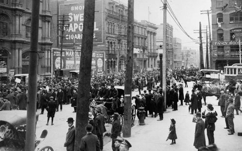 1917.05.17.Anti-conscription_parade_at_Victoria_Squarecr