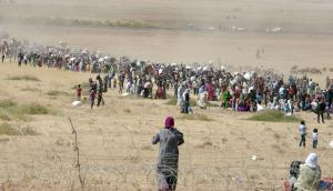Syrian Kurdish refugees attempting to cross border into Turkey