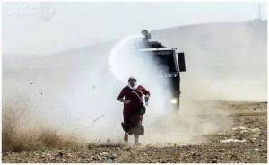 Turkish forces uses water cannon on Kurdish man