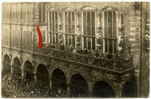 Proclamation of the Bremen revolutionary republic, outside the town hall, on 15 November 1918 – the first council republic to be established (Click to enlarge)