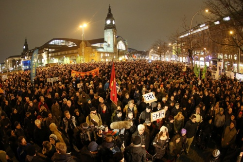 A large crowd of protesters in Hamburg | Bodo Marks/EPA