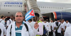 Cuban doctors arrive in Africa to combat ebola