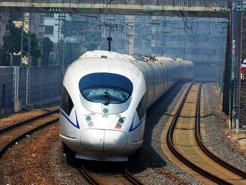 The CRH380AL train, set a record speed of 486.1 km/h (302.0 mph) on Dec. 3, 2010. The record was broken by a new CRH380BL train set on Jan. 9, 2011, which reached 487.3 km/h (302.8 mph) | Photo by Jwjy9597