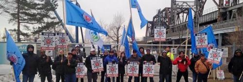 Seafarers protests called for the defeat of the Harper government and its neo-liberal Comprehensive Economic and Trade Agreement (CETA) with Europe in St. Catharines on April 1 and Montreal April 2 (pictured above).
