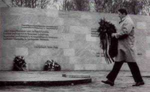 On May 5, 1985 US president Ronald Reagan laid a wreath at the Kolmeshöhe Cemetery in Bitburg, Germany, which contained the graves of Nazi-SS soldiers