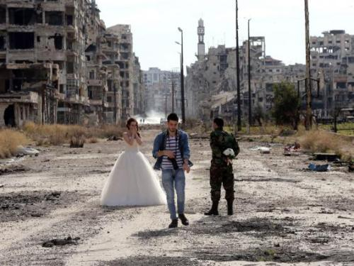 Syrian couple preparing for their wedding photos in Homs | AFP:Getty