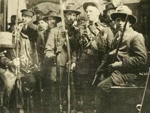 1916.EasterRebellionFt5S+IrishRepubArmymembers-Cr
