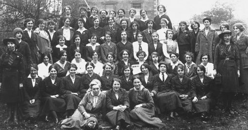 Women played an important role in the Rebellion, with many members of Cumann na mBan, the women's auxiliary branch of the Irish Volunteers, fighting for independence. They entered the General Post Office (GPO) and also fought in strongholds across the city. (R. Barracks)
