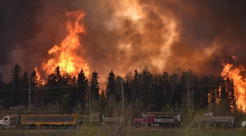 Wildfire is worsening along highway 63 Fort McMurray, Alberta Canada May 3, 2016. © CBC News / Reuters