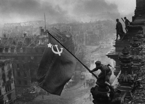The red flag is raised over the German Reichstag in Berlin by Red Army soldiers on May 2, shortly before the surrender of German forces in the city and the decisive victory over the fascists on May 9, 1945. | RIA Novosti