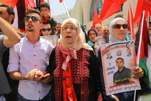 The mother of the Palestinian prisoner Bilal Kayed (middle) takes part in a protest in solidarity with her son, in the city center of Nablus city, West Bank, June 14, 2016. Kayed was supposed to be released from Israel's prisons yesterday Monday, after more than 14 years behind bars. Instead, Israeli authorities decided to hold him for 6 months under 'administrative detention law', under which Israel can imprison Palestinians without charge or trial. International law stipulates that it may be exercised only in very exceptional cases. Nevertheless, Israeli authorities routinely employ administrative detention. According to Palestinian prisoners club, Israel is currently holding more than 700 Palestinian under administrative detention | Ahmad Al-Bazz | ActiveStills