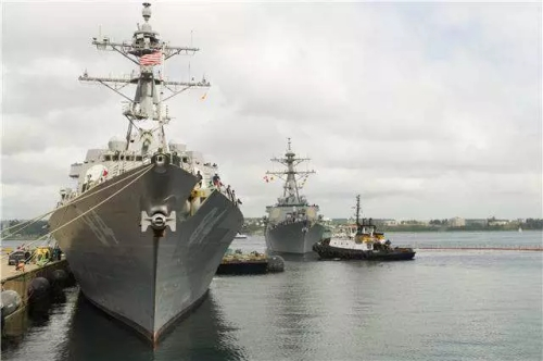 United States Ship (USS) Gonzalez prepares to berth alongside USS Bulkeley at Canadian Forces Base Halifax on September 8, 2016 to participate in Exericse CUTLASS FURY   Corporal J.W.S. Houck, Formation Imaging Services, CFB Halifax