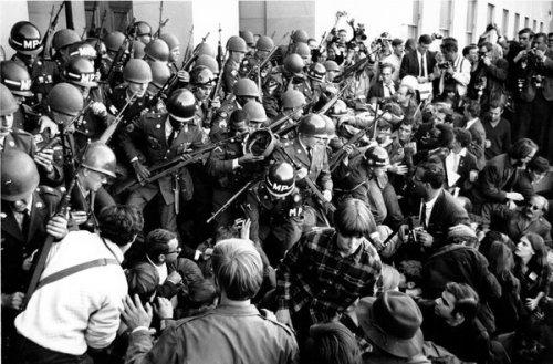 19671021-US-AntiWarMarchOutsidePentagon-06