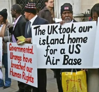 2007.02.05-UKLondon-ChagosIslandsDemo@CourtofAppeal-01crop